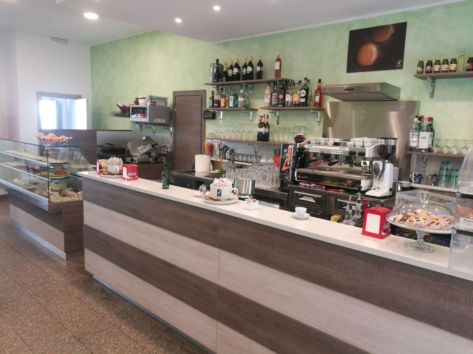 Tavolino Del Bar.Quale Materiale Scegliere Per I Tavolini Del Bar Sama Di
